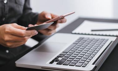Вход в Сбербанк Онлайн через приложение на телефоне или официальный сайт